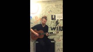 Newton Faulkner backstage - singing Green Day's Boulevard of Broken Dreams -