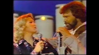 """Glen Campbell & Tanya Tucker Sing """"Hollywood Smiles"""""""