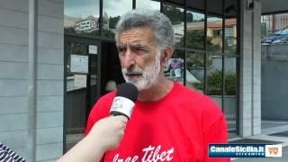 """Intervista al Sindaco Renato Accorinti e la sua """"Missione impossi... - www.canalesicilia.it"""