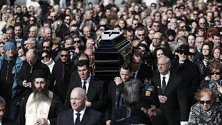 هزاران نفر از طرفداران دمیس روسس با او وداع کردند
