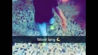 Un petit garçon dance sur le son Mové Lang 2 Booba