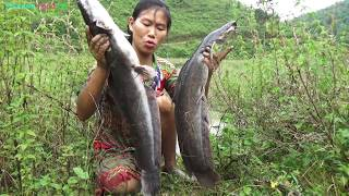 Survival skills: Find Catfish Catching Giant Big Fish By Mud In The Dry Season