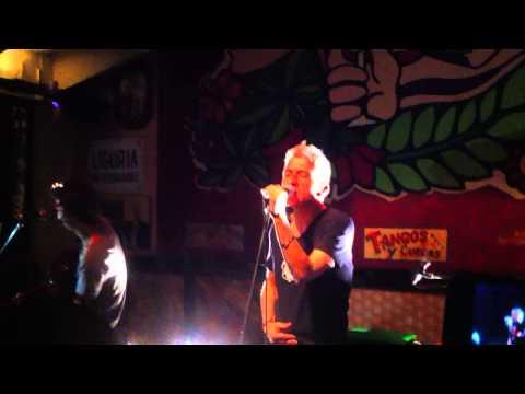 jorge-gonzalez-necesito-poder-respirar-en-vivo-bar-liguria-2014-vikenxrocker