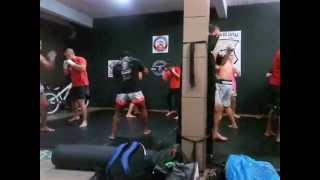 muay thai marcelo pedra team Dennis fonseca ( pé roxo )  aquecimento
