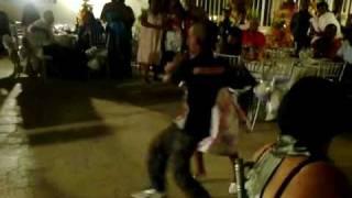 Esses Miudos dançam Semba.
