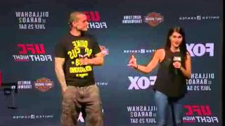 "Tough guy tries calling out MMA fighter live on stage: ""You might remember me from twitter?"""