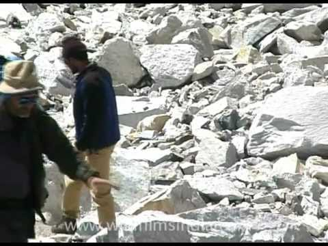 Sherpa shakes hand with Everest climbers!
