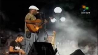 Manu Chao rindió honores en Cuba al Che