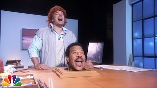 """Jimmy Fallon Sings """"Hello"""" with Lionel Richie's Head"""