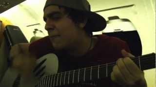 """Luan Santana cantando """"Um Homem Apaixonado"""" no avião"""