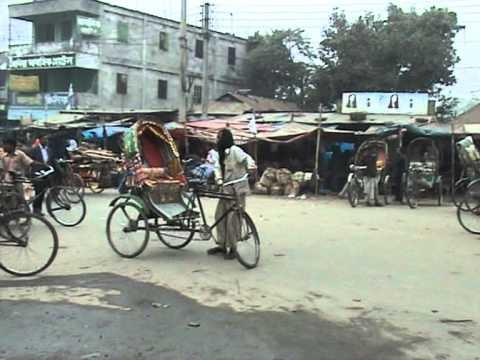 バングラデシュ、タンガイル県カリハティ郡、エレンガの中心街の様子