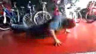 Crazy old  homless guy doing 16 push-ups @ Simply Cycle