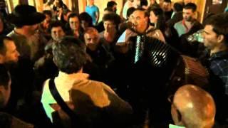 O senhor guarda nao leva a mal por que isso sao as festas do San Miguel 2012