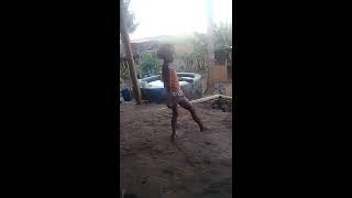 Menina de 8 anos dancando