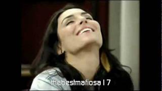 Tomás e Carla tocam Quando estou do seu lado e depois se beijam