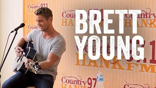 Brett Young - You Ain't Here to Kiss Me [Live Performance]