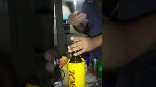 Abrindo cerveja com o celular