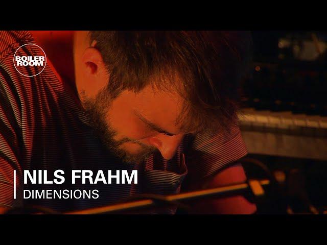 Video en directo de Nils Frahm para Dimensions Opening Concert