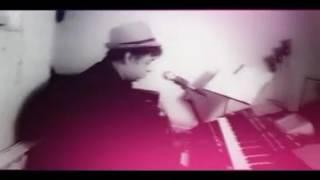 اجرای آهنگ جزیره عشق از دمیس روسس