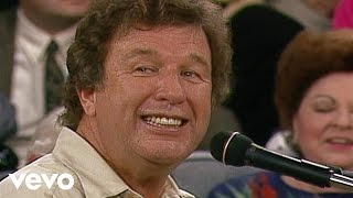 Bill & Gloria Gaither - The Family of God [Live]