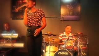 Neusa Sessa com Banda Maravilha- Meu Amor