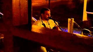 Coisa de Pele cantada por Elton Acústico na Fábrica 1