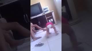 Sofía dançando funk