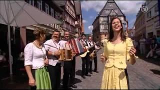 Oesch's die Dritten - Volksmusik ist international