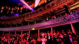 Timbaland -The Way You Are (live on swarovski fashion)