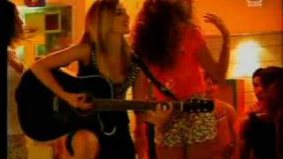 MCA VII - Vive o Teu Verão- Mariana. Leo e os amigos cantam 'Mony Mony' & 'I Want Your Love'.mp4