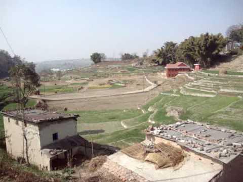 01 Prof. Juan Lázara viajando en techos de micros por Nepal.MPG