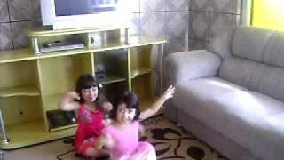 Gabi e Nina Dançando parte2