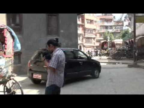 20091023132616-เดินเล่นทาเมล-ดูรถสามล้อ nepal.mp4