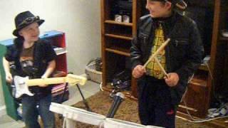 Ringtone Boys rock to roadster..