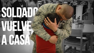 Soldado vuelve a casa y da sorpresa a su familia