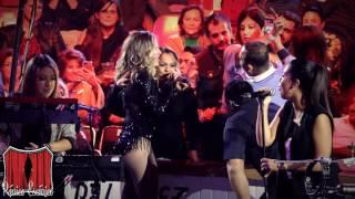 María José canta con el público