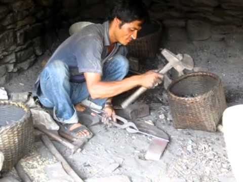 2012 Chalisegaon 3 (Nepal) – Blacksmith working
