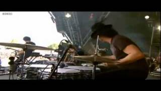 The Dead Weather - The Difference Between Us (Live at Glastonbury 2010)