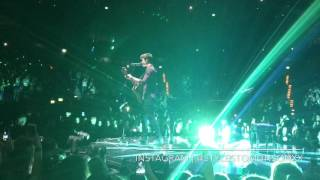 "Shawn Mendes singing ""PATIENCE"" hamburg 22/05/2017 illuminate world tour"