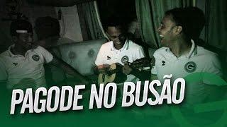 Pagode no busão: Juninho e Renan comandam o som da comemoração