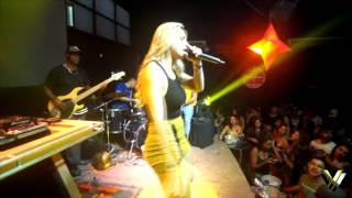 Yara Vellasco - Performance ao vivo