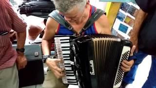 O Ratinho grava vídeo pro pinto do a acordeão com Cassiano Beijaflor na Feira de são Cristóvão