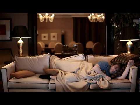 akos-elokelo-idegen-2012-official-video-hd-akoxvid