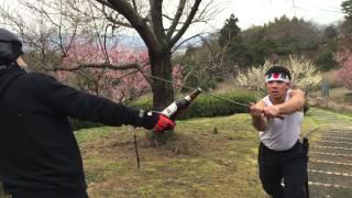 Abrindo garrafa de cerveja na espada no japao