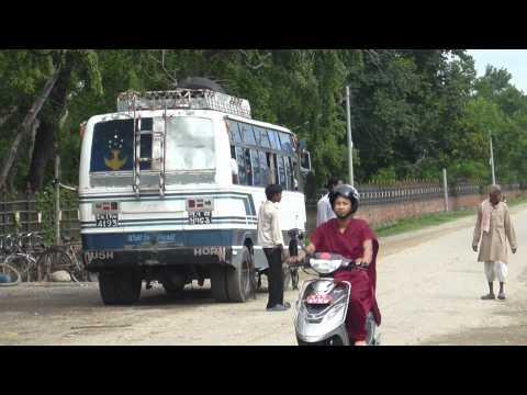 バスの出発風景 ルンビニ、ネパール – Departure of local bus, Nepal