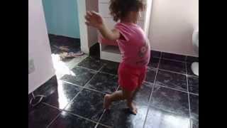 Anna  clara dançando lek lek