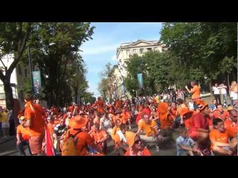 Parade Holland Oranjefans Charkov EK 2012 Oekraïne/Парад голландских фанатов