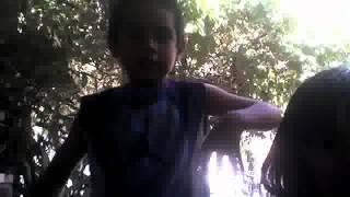 litttle kids dancing tribal besos al aire