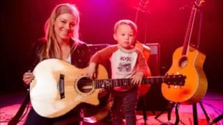 Jewel singing Folsom Prison Blues with son Kase
