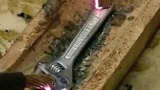 Besi Meleleh Saat Dialiri Listrik Tegangan Tinggi